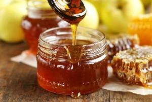 В меде содержится много витаминов