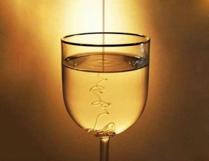 Мед стакан с водой