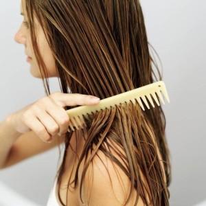 Расчесывание волосы деревянная расческа